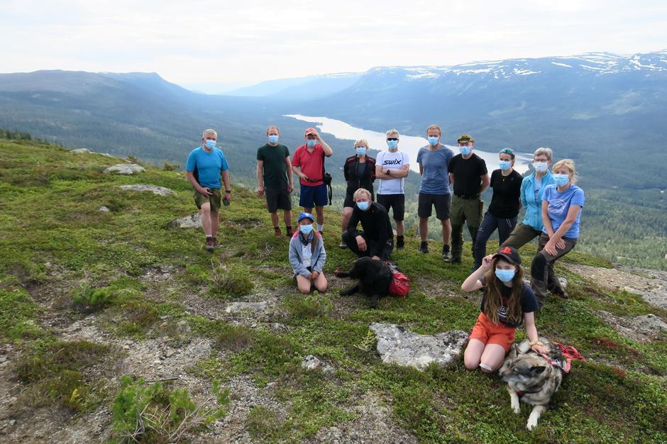 Turdeltakerne på stupet av Pålsonflaget.