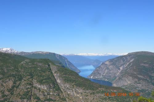 Ut Lærdalsfjorden