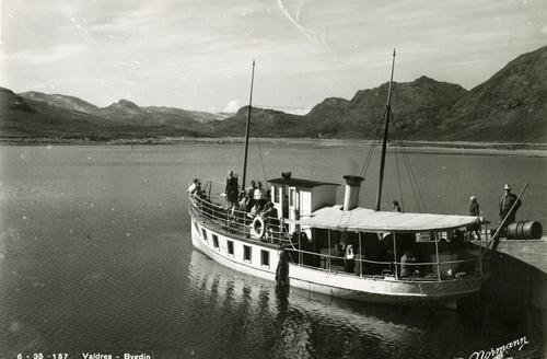 FLYTENDE LEGENDE: M/B Bitihorn ble sjøsatt i 1912 og går fortsatt i rute på Bygdin hver sommer. En fjellopplevelse ulik alle andre!