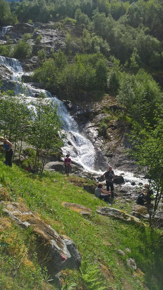 Elvekryssing og påfylling av vatn ved Skredbakka.