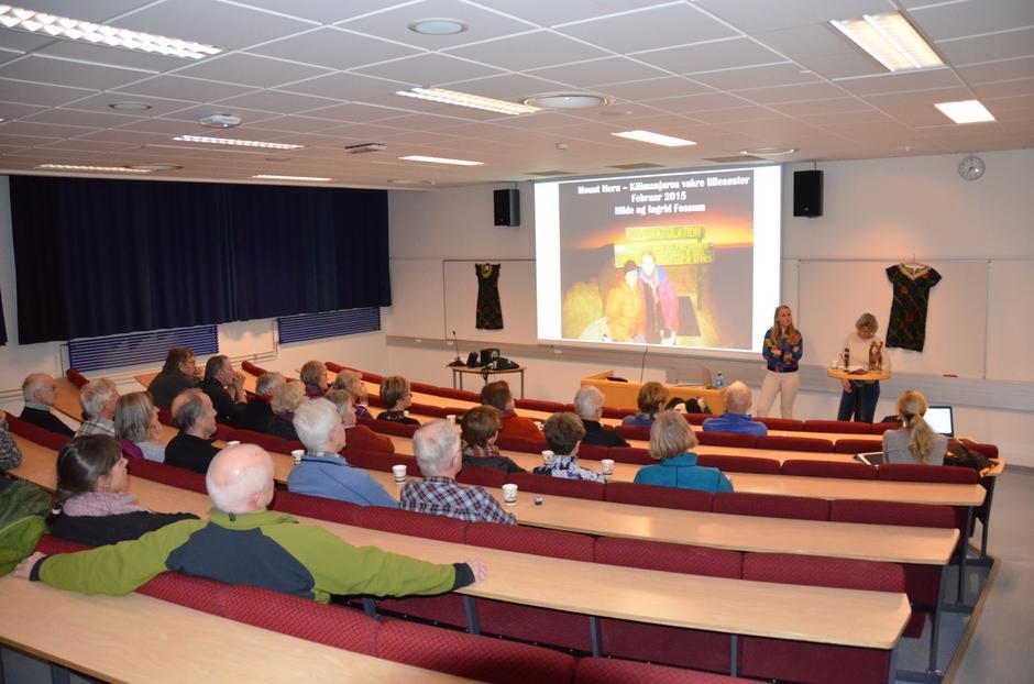 De 30 oppmøtte fulgte med på bildeforedraget