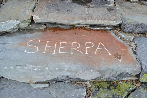 Sherpaene gjør en kjempe jobb ved Gaustatoppen Turisthytte og fortjener et hjerte skravert inn i en av de mange trappetrinnene de har lagt ned