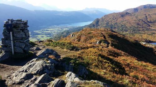Rindehornet. Utsikt mot Nordfjordeid