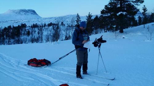 Turleder på tur om Djupvatn til Bjellåvasstua