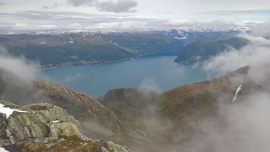 Utsikt frå Gavlen mot Austreim, Berge og Høyangsfjorden