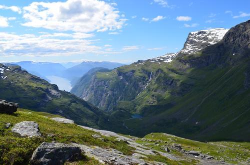 Utsikt mot Vassfjøro og ut i Osafjorden