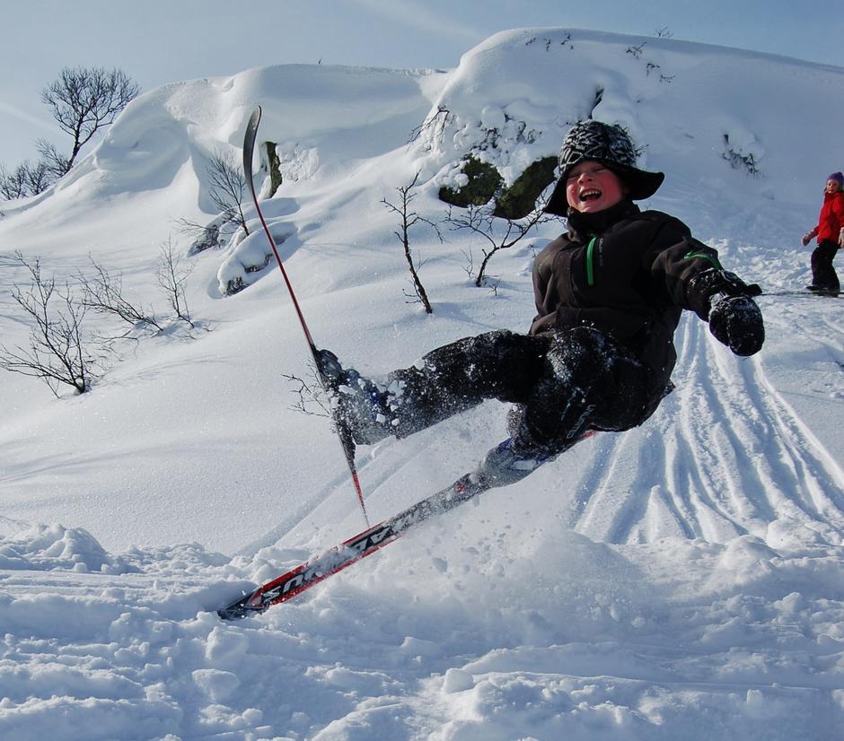 Johan, 5 år, i farta!! Vinterferie og skiglede, og gleden av å greie det sama som storesøskena.