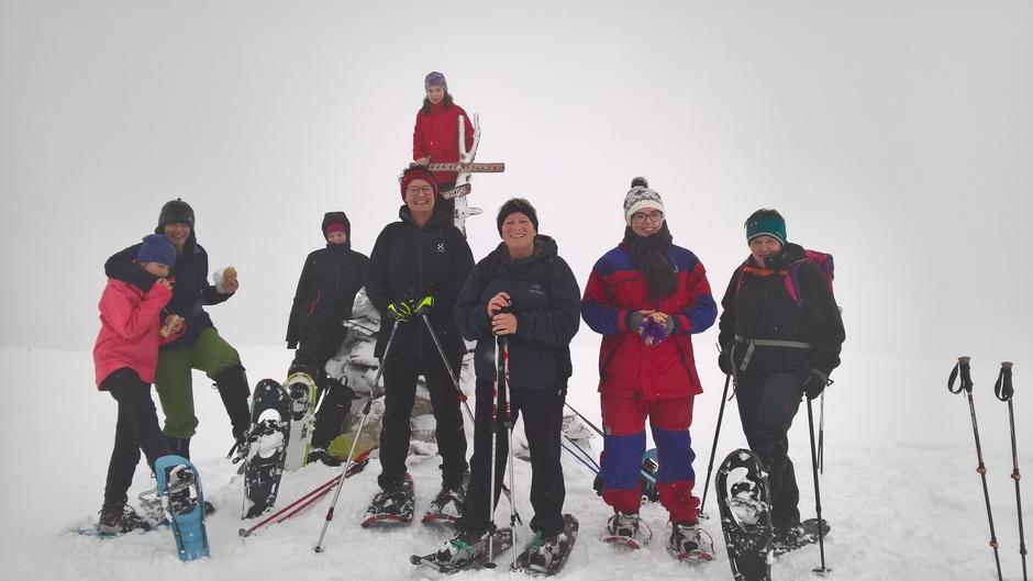 Ein strålande gjeng på toppen av Fuglefjell