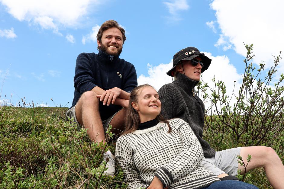 HAUKELISETER: Hvis du svinger innom fjellstua i sommer kan du plukke minst to av turmålene og skaffe deg nye pins, slik som Ivar Hagum, Fredrik Westersund og Anna Leonora Brekkhus har gjort.