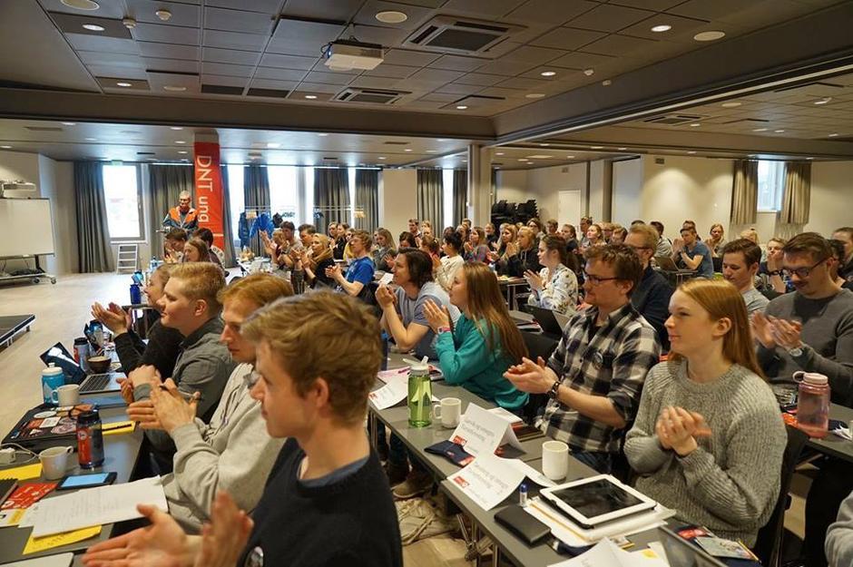 Generalsekretær Nils Øveraas opna DNT ung sitt 30. landsmøte.