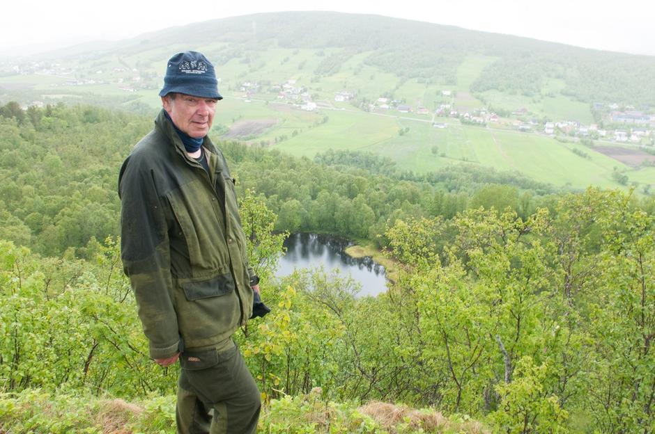 Jon Are Pedersen ser ned på Trollvannet