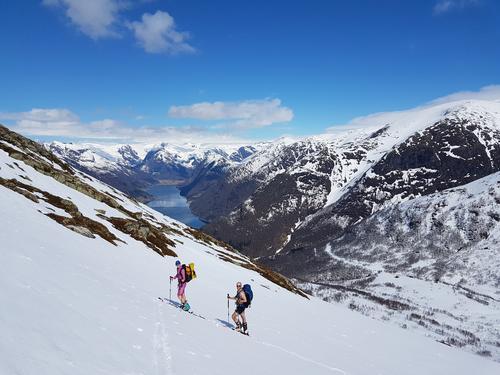 Fra fjord til fjell med ski og kajakk
