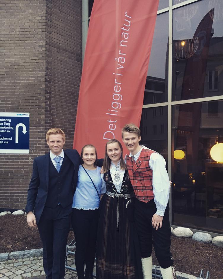 Delegasjonen frå Sogn og Fjordane, DNT ung sitt landsmøte 2018, f.v. Anders Nesse, Kristine Tonning, Maria Kalhagen og Mads Aasen.