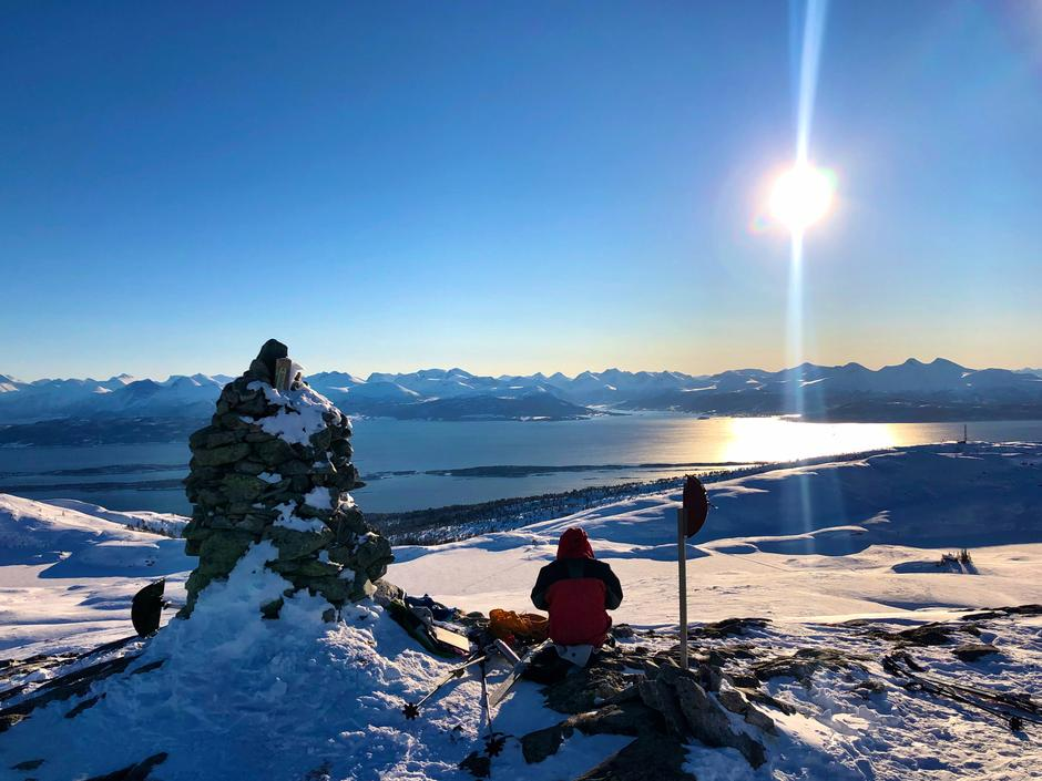 Skitur i Moldemarka. Pause på Frænavarden med utsikt utover fjorden og Moldepanoramaet.
