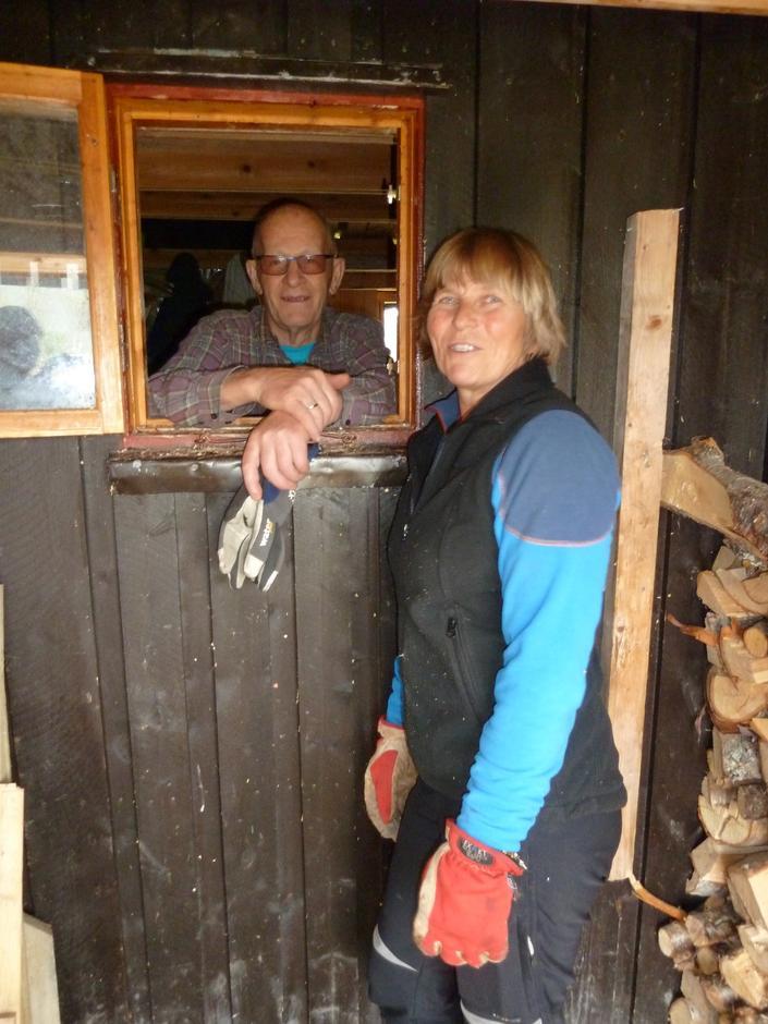 Bernt Løvlid og Anne-Julie Klæboe i full vedstabling på Gaskas!