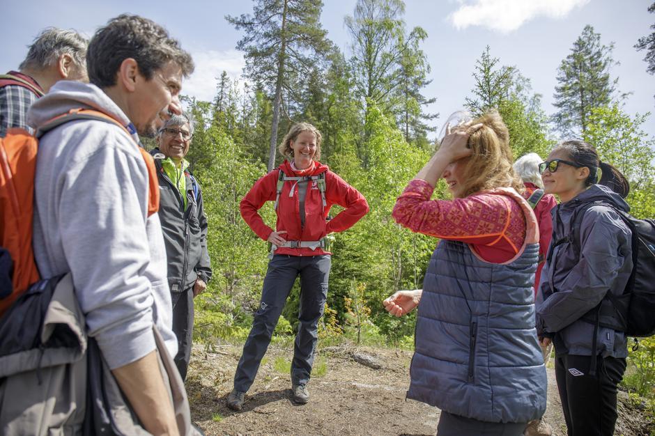 Annelies Ollieuz er en av turlederne på de internasjonale turene, her på internasjonal søndagstur til Kobberhaughytta.