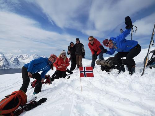 På toppen av Uløytind 1. mai 2020