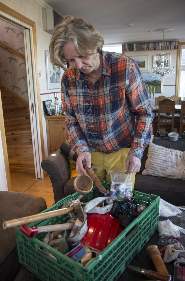 Thorbjørn Kaland har en egen vølekasse hvor han samler på gamle ting som han kan bruke til å reparere utstyr med.