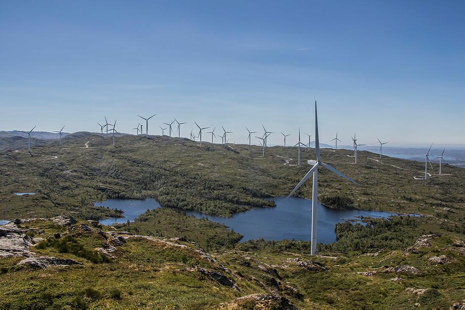 Er det en slik utsikt vi ønsker oss når vi er på tur? Midtfjellet vindkraftverk.