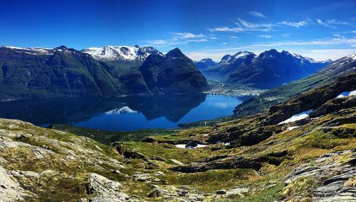 Tatt fra Vettafjellet retning Sunndalsøra og fjellene rundt. Foto: Stine Moen Nilsen
