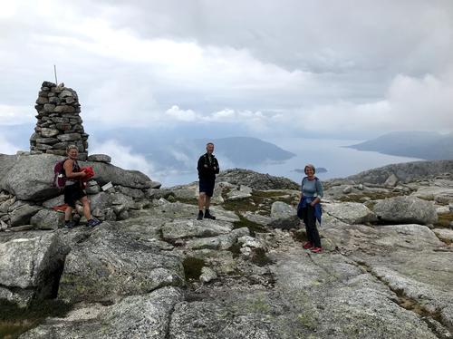 Nordlifjellvarden med utsyn mot Hardangerfjorden i vest
