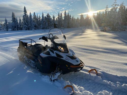 Snøen daler ned på Skrim!