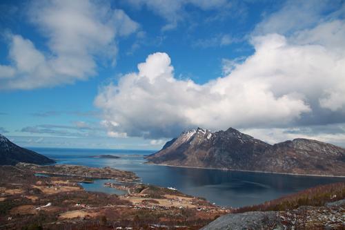 I bakgrunnen vises Festvåg og Kjerringøy.