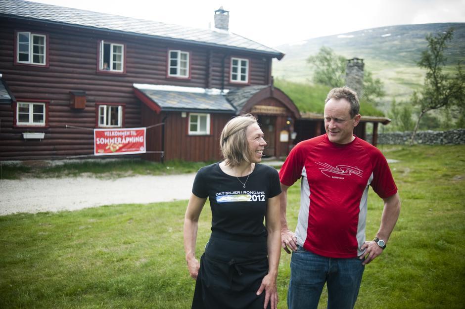 Bestyrerne på Bjørnhollia i Rondane, Beate Øygarden og Svein Aaseng.