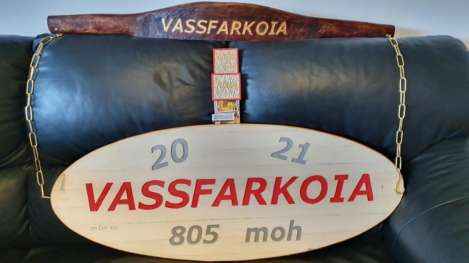 Skilt, vassåk og fyrstikkeskeholder til Vassfarkoia.