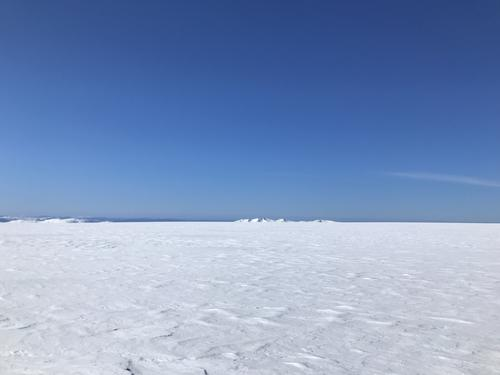 Over sjølve fonna og utsyn mot fjella som dukkar opp når vi nærmar oss Kvitfjell og Namnlausvatn. Ulvanosa er majestetisk i det fjerne.