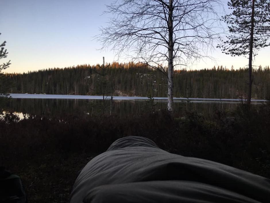 Følelsen av å våkne opp god og varm i soveposen etter ei god natts søvn utendørs er herlig!