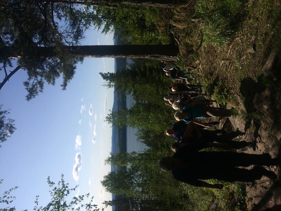 Ivrige turgåere på vei mot Mørkgonga