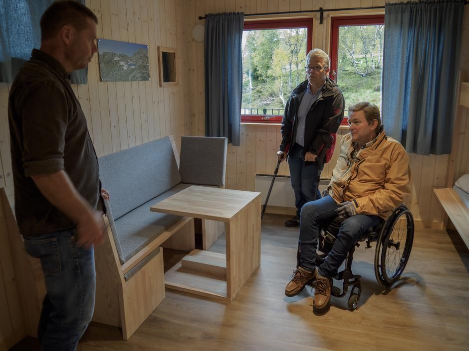 3 av soveromma er tilrettelagt for rullestolbrukarar