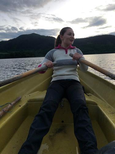 Helle er praksiselev fra Godalel VGS. Oppvokst på gård på Varhaug , liker godt turer i heia og trives å både robåt og kano.