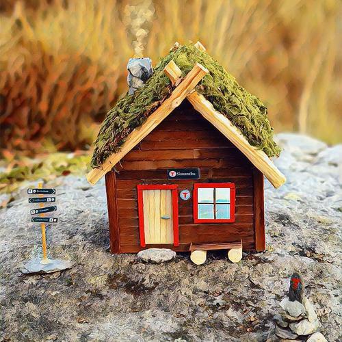 Espen (32) bygde miniatyr-turisthytte for å feire 100 besøkte hytter