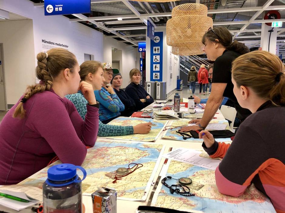 Teoretisk innføring i kart og kompass. Denne gangen på Ikea.