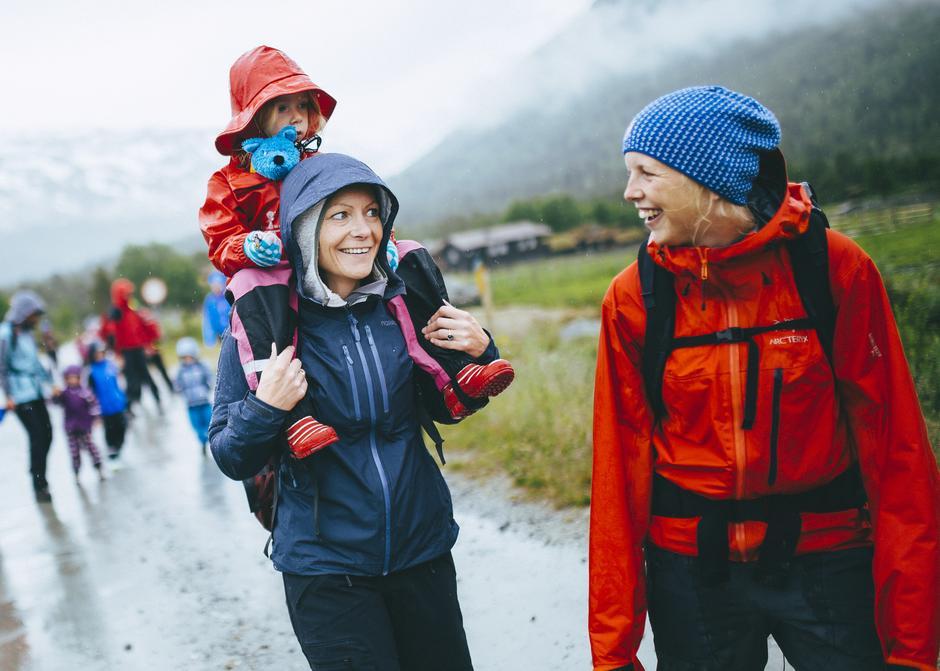 Kort eller langt og i all slags vær. DNT hjelper deg og familien ut på humørtur.