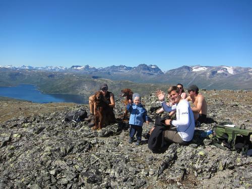 """Svarteknippa, med Olefjorden t.v., og """"halve"""" Jotunheimen bak"""