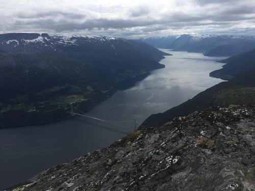 Utsikt frå Midtfjell mot Hardangerbrua og Sørfjorden