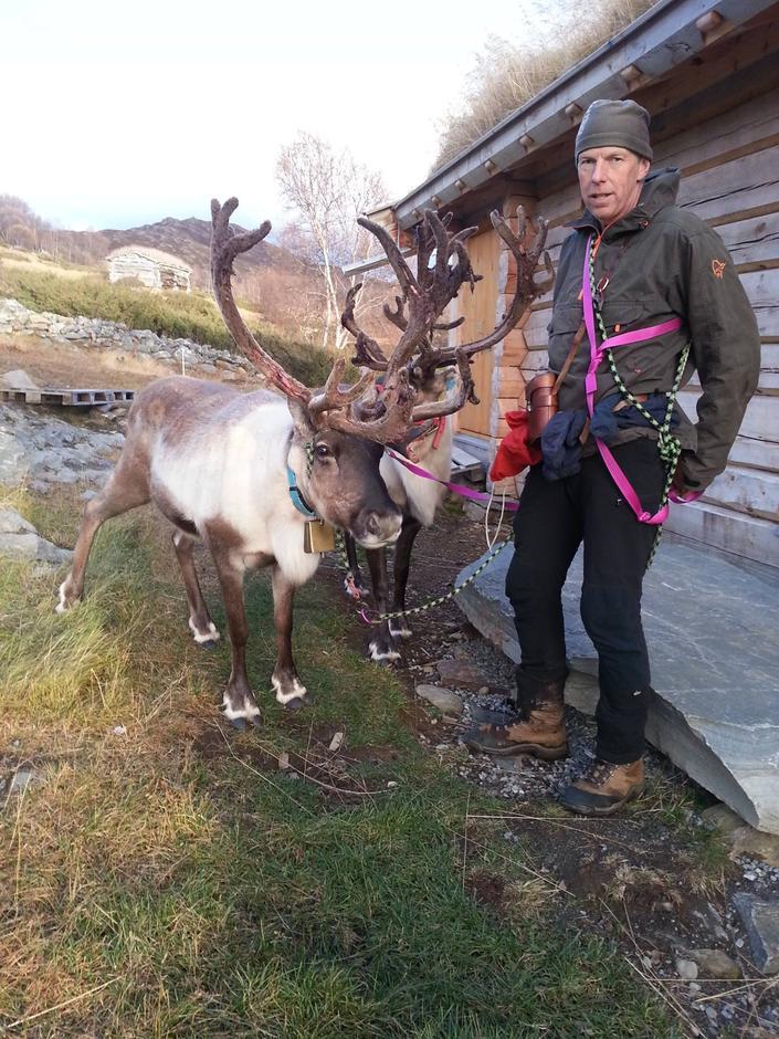 Geir Egil med bukkene Pepe Reina og Magnar.