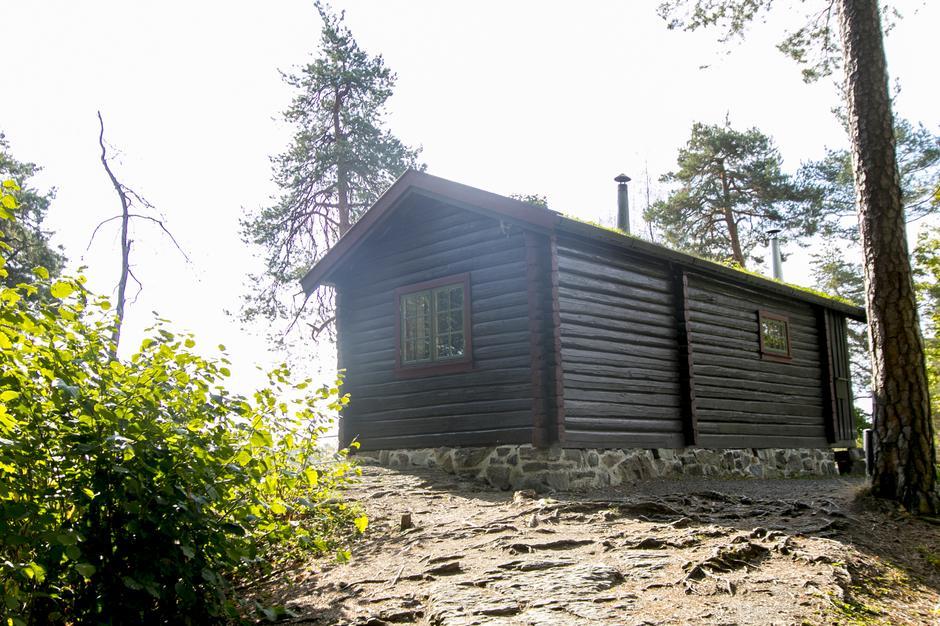 Kunne dette vært stedet dere sier ja til hverandre for resten av livet? Hovinkoia står på Folkemuseet i Oslo.