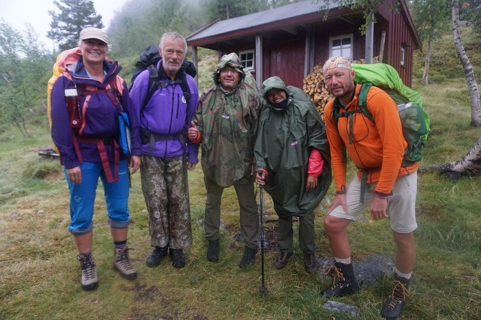 5 fjellfanter klare for neste etappe til Nystøyl. Fra venstre: Isabell, Kjell, Christer, Trixie og Cato