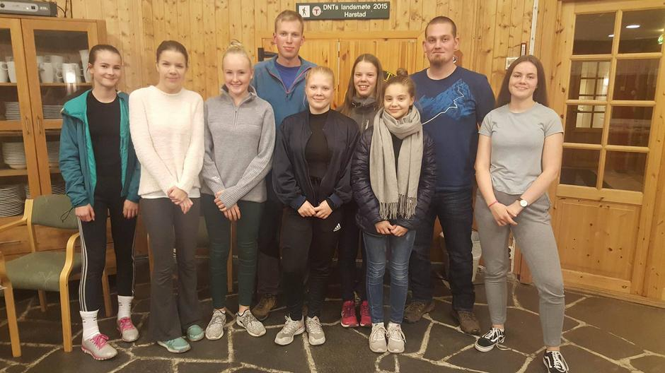 Det nyetablerte styret for DNT ung Harstad. Fra venstre: Elise Jørgensen, Julie Larsson Hanssen, Kjersti Gürgens Gjærum, Erlend Bergvoll Sørlie, Anja Stabell, Astrid Vaskinn, Eirill Ornum, Asgeir Hovland og Ronja Samuelsen.