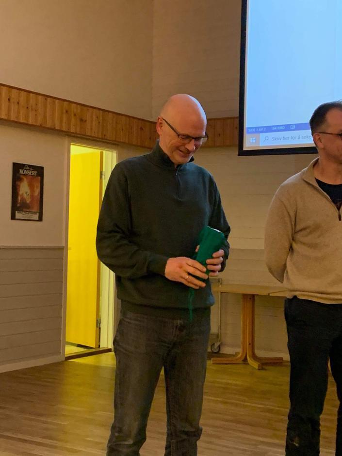 Per Arne med sin grøne DNT-lakenpose