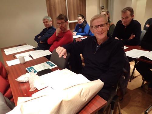 Einar Råket gjør en stor innsats med bøker og statistikk på Freikollen