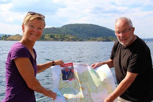 Guri Drottning Aarnes og Hans-Olav Moen, ledere i henholdsvis Ås Turlag og Ås Historielag, har allerede tatt oppstilling på Sundbrygga, funnet fram Håøya-kartet og ønsker velkommen til Olsok-vandring søndag 29. juli.