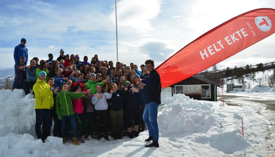 En glad gjeng på DNT ungs landsmøte på Saltfjellet.