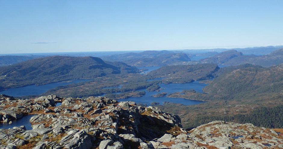 Utsyn fra toppen, mot nordvest.