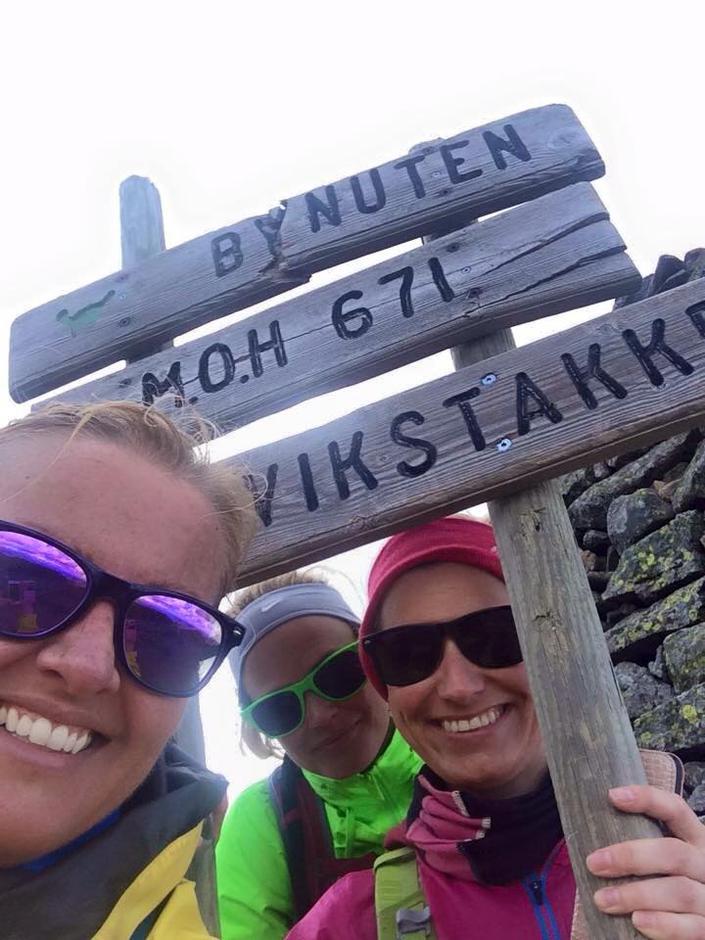Mange har hørt om Bynuten som er Sandnes høyeste fjellet i Sandnes Kommune, men anbefaler også Selvikstakken som har en spektakulær utsikt. I god form bruker man 4-5 timer inkludert pauser. Det er tidvis god stigning så man kan få pulsen opp om man ønsker det. Turen starter fra Seldalsheia, som ligger på veien mellom Oltedal og Høle. Et turtips er å bruke gamasjer som holder stein, strå og søle ute. I Stavangerområdet har vi jo mye regn og det er ofte vått på stien selv om det er fint vær.