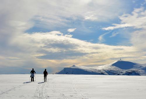 Maren og Marius, på tur tilbake igjen til hytta etter en fantastisk dag (på klister) i Rondane! Her er vi like ved Høvringen.Dette ble en skikkelig fin sesongavslutning, og vi gleder oss allerede til neste vinter!